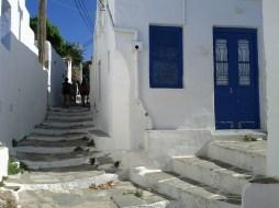 whitewashed_walls_blue_trim