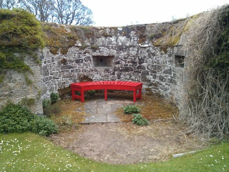 cawdor_castle_red_bench