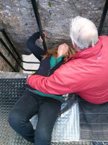 gina_kisses_the_blarney_stone
