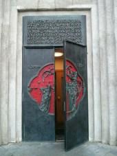 hallgrimskirkja_church_door