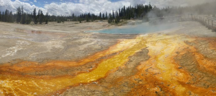 yellowstone_geyser_pano