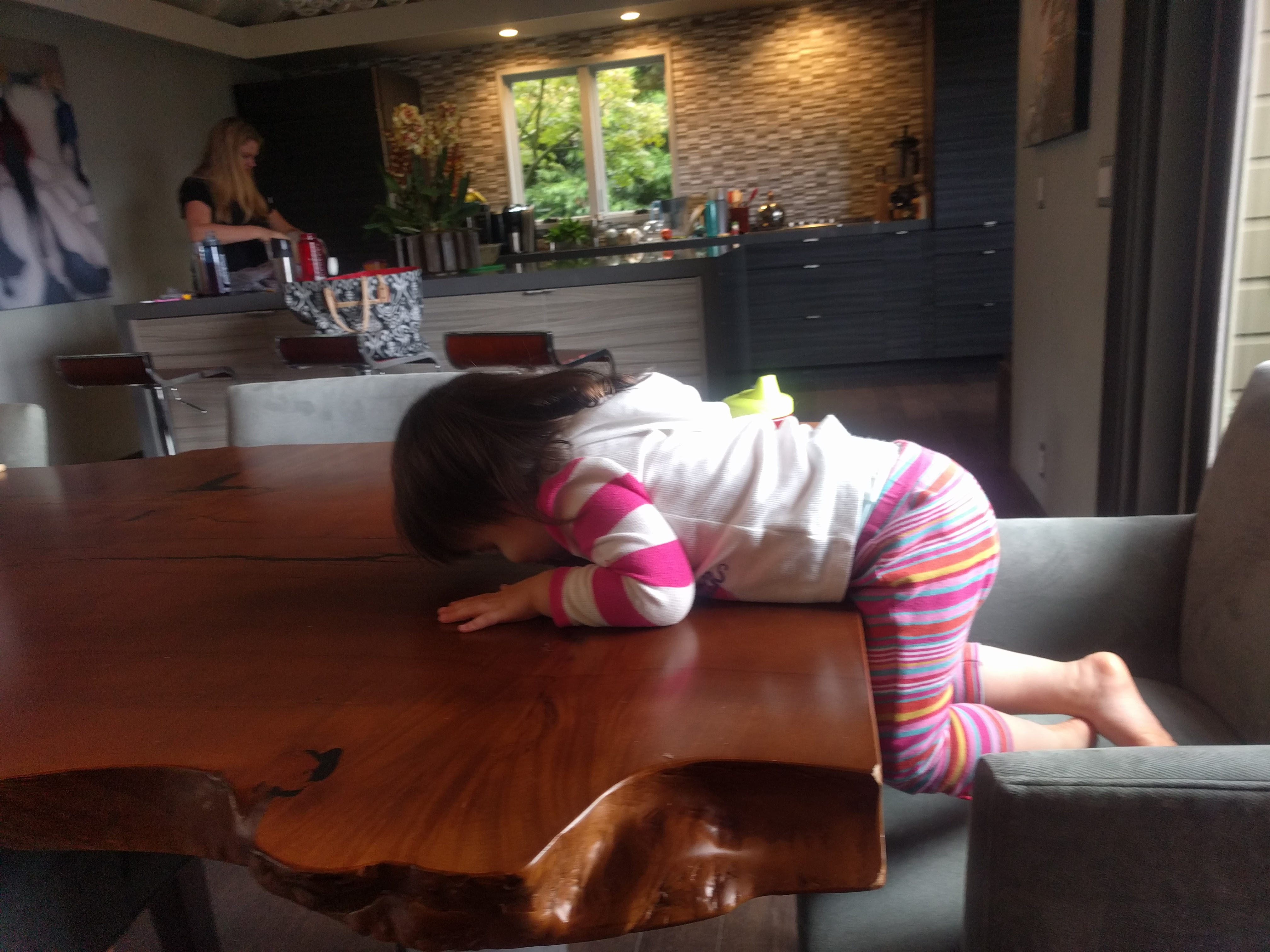 dining_table_faceplant