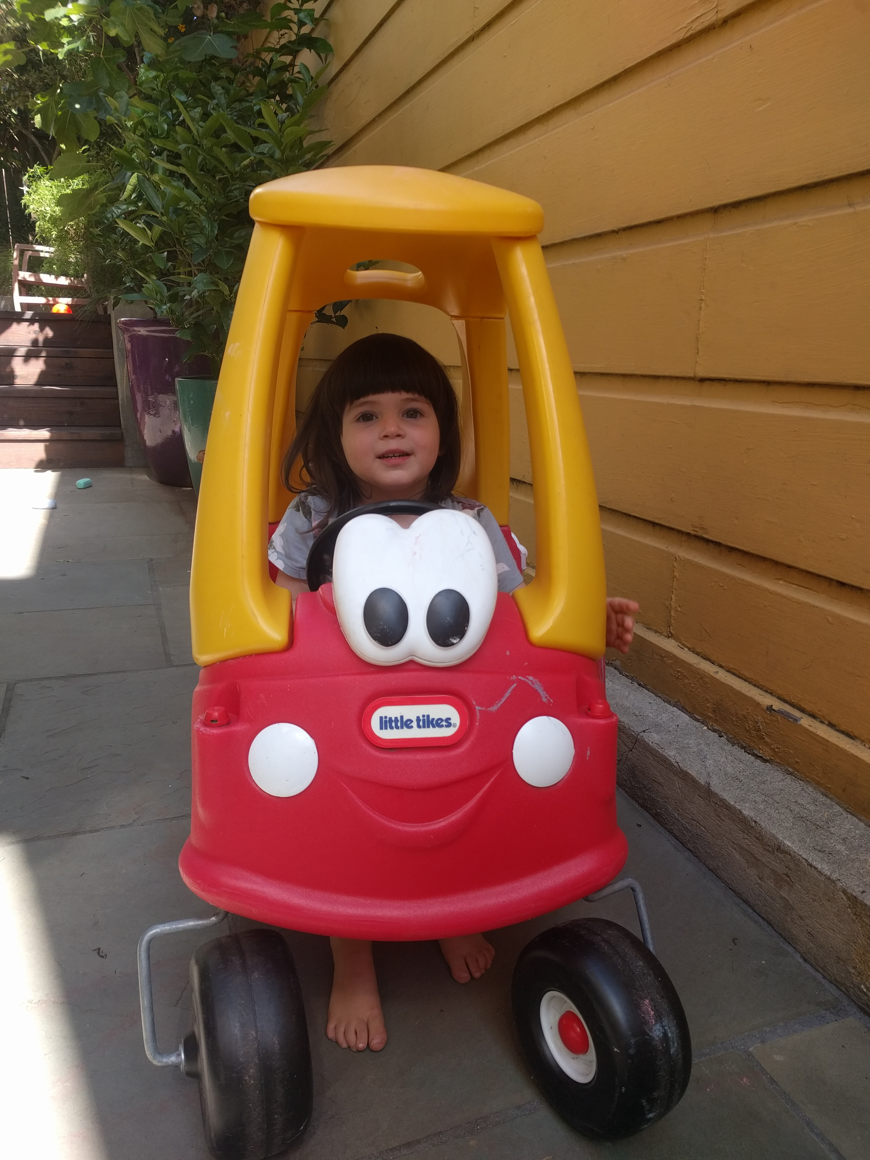 driving_toy_car