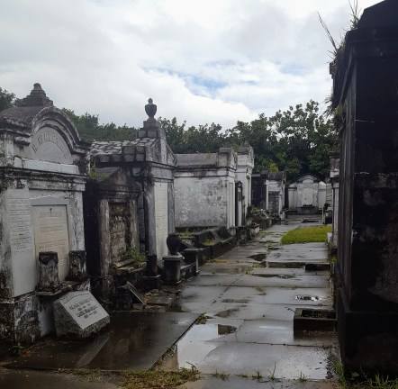 lafayette_cemetery_crypts