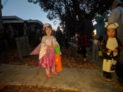 trick_or_treating_waiting