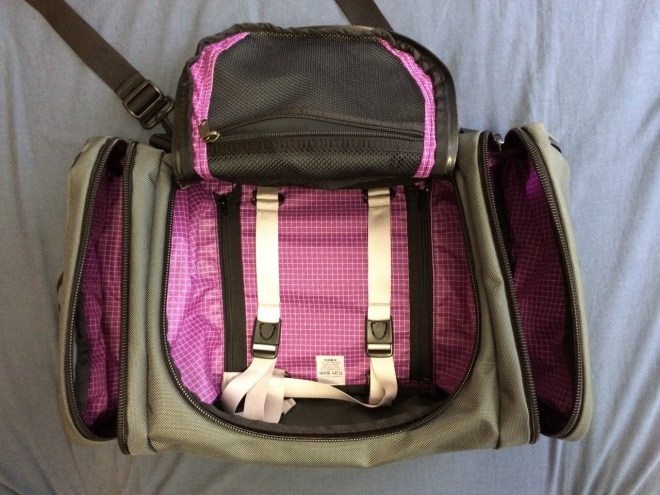 Tom Bihn Aeronaut 30 layout