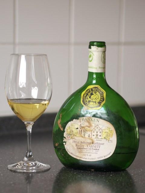 Front view of a bottle of 1991 Astheimer Karthäuser Riesling Kabinett Feinherb from the Gebiets-Winzergenossenschaft Franken