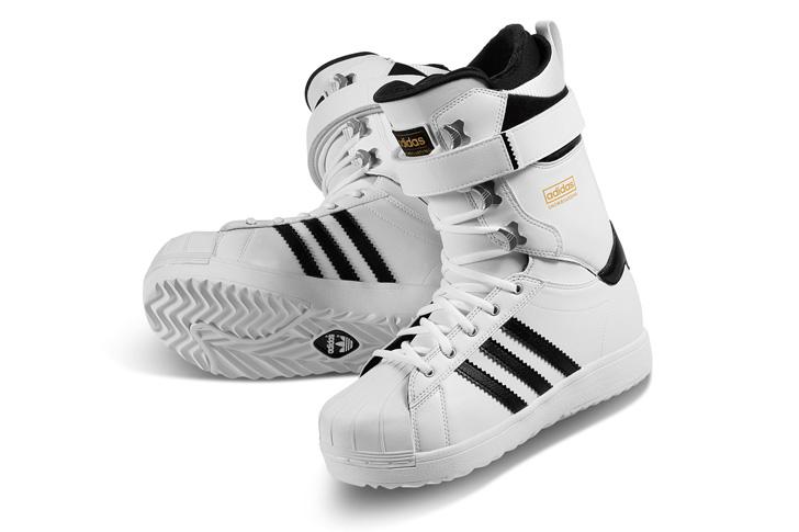 Photo01 - アディダスは、Superstar生誕45周年をセレブレイトしてスノボーディング用にリデザインされたSuperstar Bootを発表