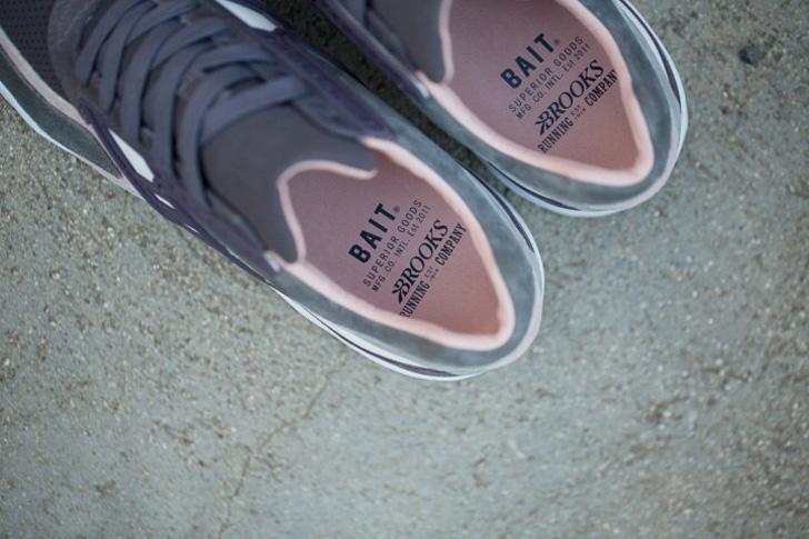 """Photo06 - ブルックスは、アメリカのスニーカーショップBAITとのコラボレーションモデル""""Rabbit Foot"""" Regentを発売"""