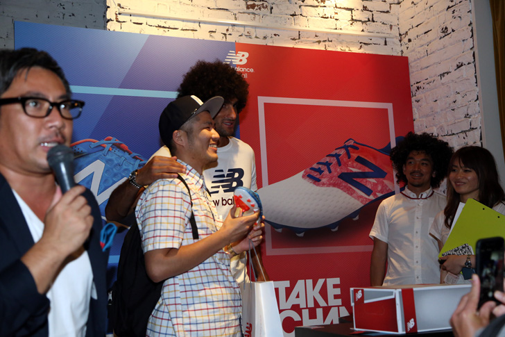 Photo16 - マンチェスター・ユナイテッド所属のマルアン・フェライーニ選手を招いた New Balance FOOTBALL 2015FW BOOTS REVEAL PARTY が開催