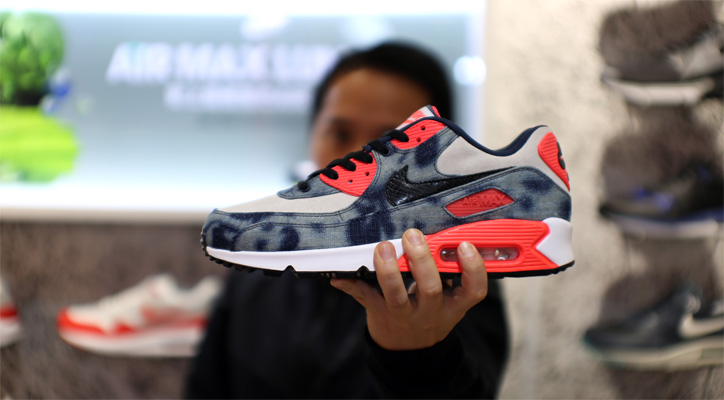"Photo01 - Interview with Sports Lab by atmos Director Koji ""NIKE AIR MAX 90 Bleach Denim Collection"""