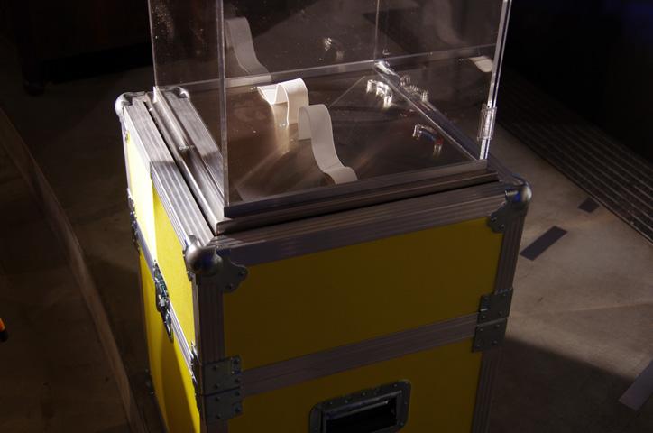 Photo25 - 「2011 NIKE MAG」オークション