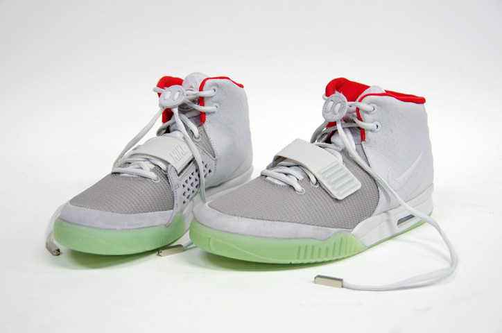 Photo02 - NIKE AIR YEEZY II NRG 販売方法