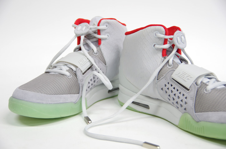 Photo03 - NIKE AIR YEEZY II NRG 販売方法