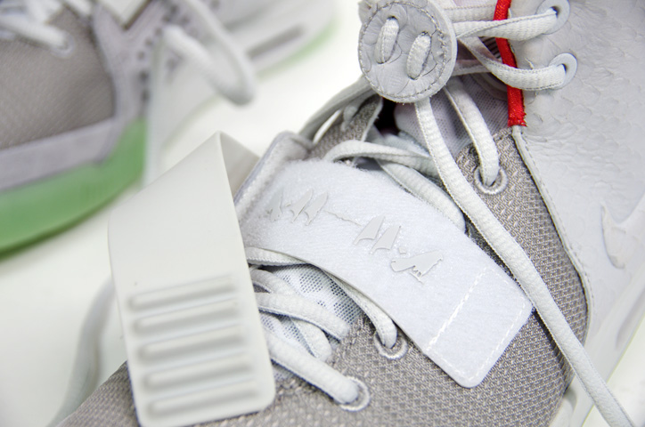 Photo04 - NIKE AIR YEEZY II NRG 販売方法