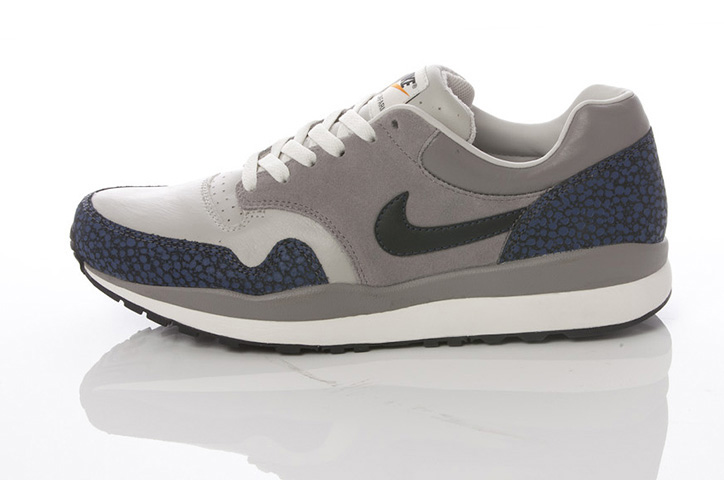 Photo07 - NIKE GREY / NAVY COLLECTION
