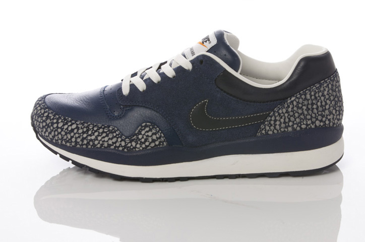Photo11 - NIKE GREY / NAVY COLLECTION