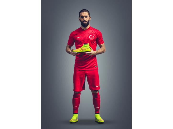 Photo08 - ナイキがフットボールスパイクを永遠に変える新スパイク「マジスタ」を発表