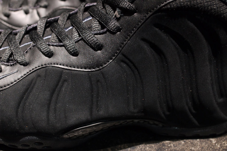 "Photo04 - NIKE AIR FOAMPOSITE ONE PREMIUM ""TRIPLE BLACK"" が発売"