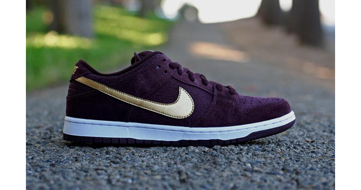 "Photo01 - NIKE SB DUNK LOW PRO ""PASSPORT"" DEEP BURGUNDY/METALLIC GOLD"