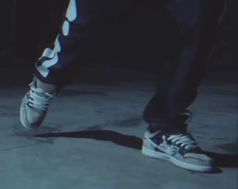 Travis Scott × Nike SB Dunk Low (トラヴィス・スコット × ナイキ SB ダンク ロー)