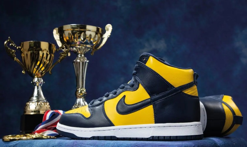 Nike Dunk High Michigan CZ8149-700-01