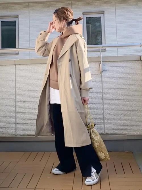 黒パンツx ロングジャケット winter-sneaker-style-beige-sneaker-style2