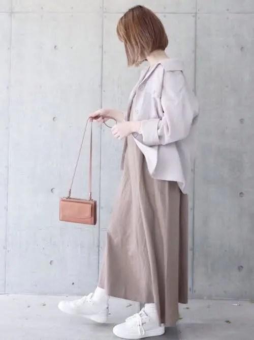 ボリューム感のある白スニーカー×ロングワンピ fall-sneaker-ladies-style3