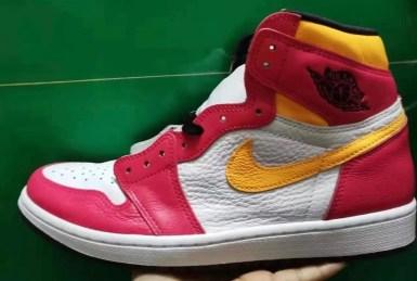 """ナイキ エア ジョーダン 1 ハイ OG """"ライト フュージョン レッド""""Nike-Air-Jordan-1-High-OG-Light-Fusion-Red-555088-603-side"""