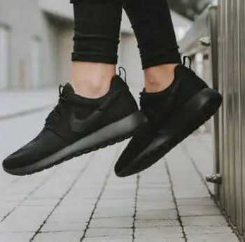 Black-Sneakers-for-Women-outfit-idea-10