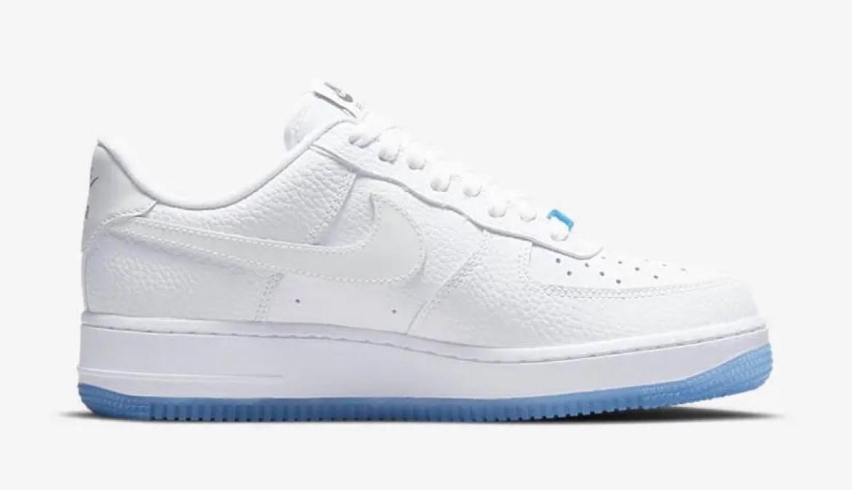 """ナイキ エア フォース 1 '07 LX """"UV"""" (ブルー/レッド) Nike-Air-Force-1-Low-UV-DA8301-101-side-2"""