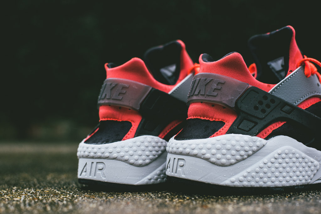 nike-air-huarache-cool-grey-bright-crimson-4