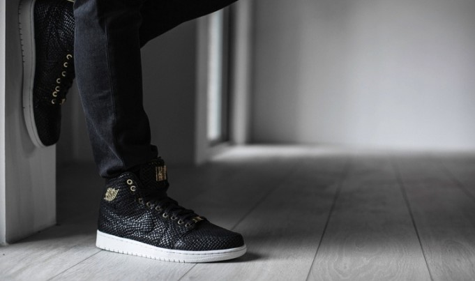 https://i2.wp.com/sneakerbardetroit.com/wp-content/uploads/2015/05/air-jordan-1-pinnacle-black-gold2-681x403.jpg