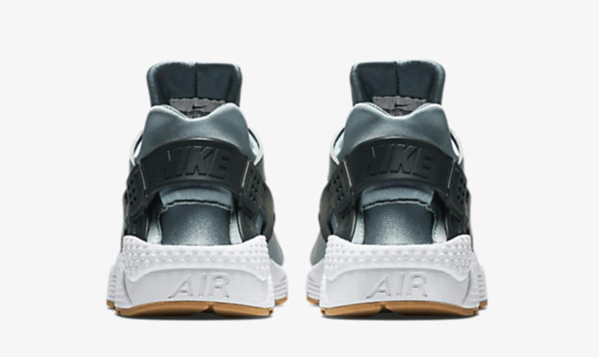 Shark Nike Air Huarache