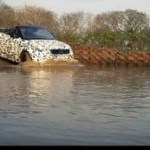 動画 公式動画で川に突入 Range Rover Evoque Convertible