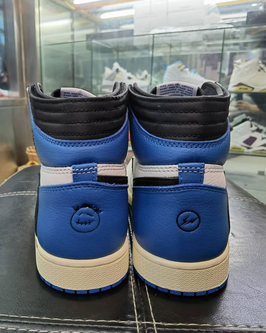 FRAGMENT-TRAVIS-SCOTT-DH3227-105-airjordan1