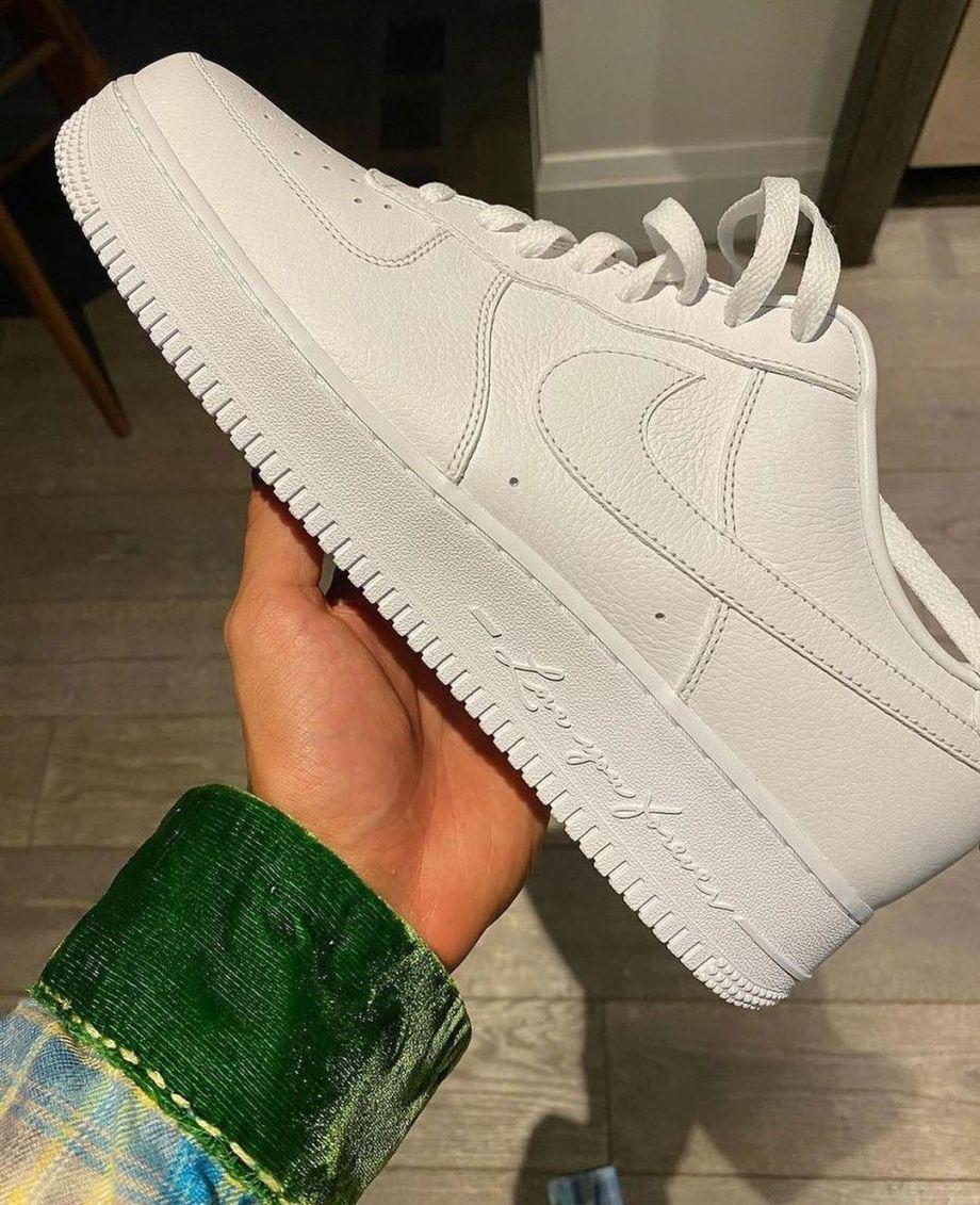 https://sneakerhack.com/wp-content/uploads/2021/07/Drake-x-NIKE-AIR-FORCE-1-Certified-Lover-Boy-2.jpg