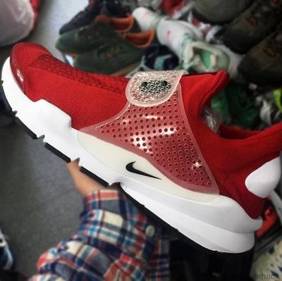 Nike-Sock-Dart-2.jpg