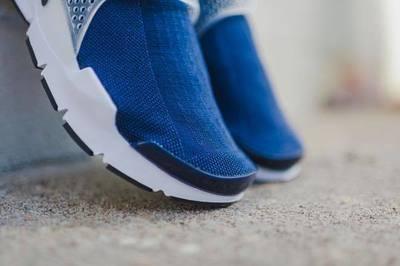 Nike_SockDart_NavyWhite_4_1024x1024.jpg
