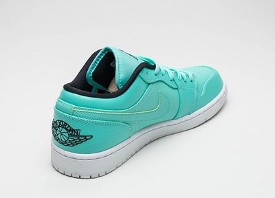 air-jordan-1-low-hyper-turquoise-black-white-2.jpg