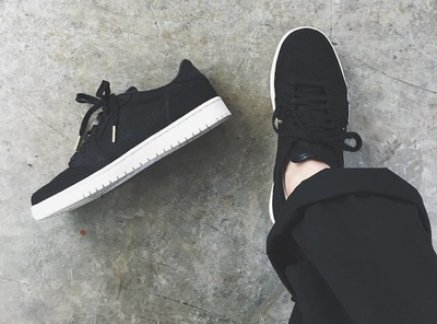 air-jordan-1-low-swooshless.jpg