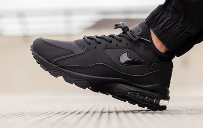 nike-air-max-93-blackout-01.jpg