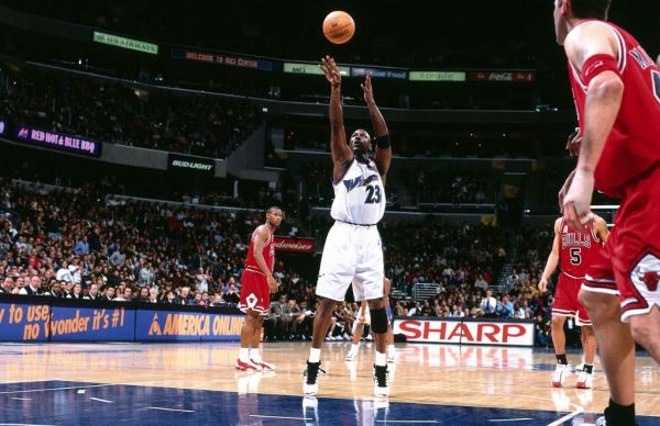 MJ Reaches 30,000 Career Points