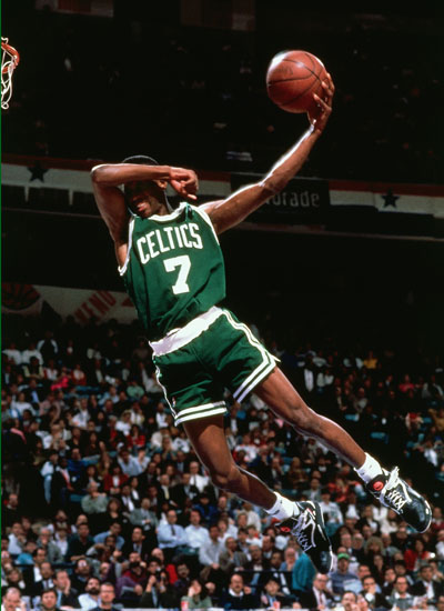 Dee Brown in Reebok Pump Omni Lite No-Look Dunk