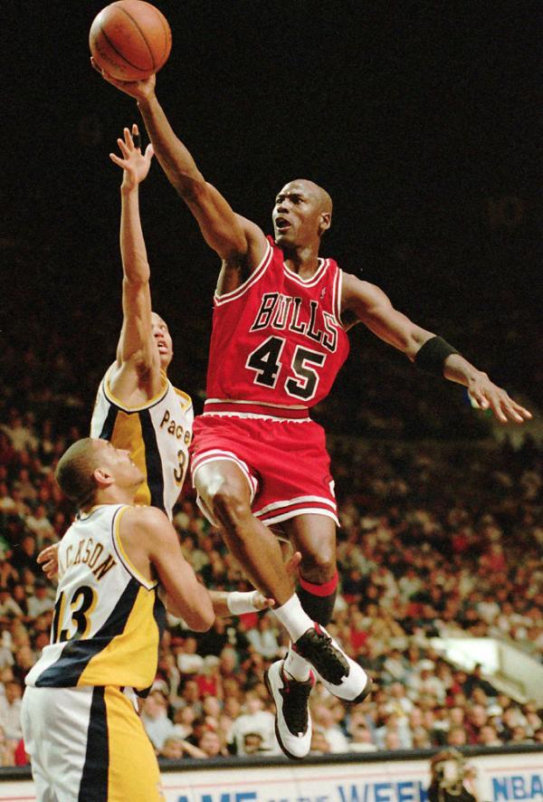 """Michael Jordan wearing Air Jordan 10 """"Chicago"""" During Return to Basketball"""