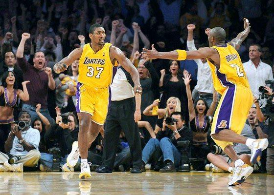 Ron Artest in PEAK Artest II, Kobe Bryant in Nike Kobe 5