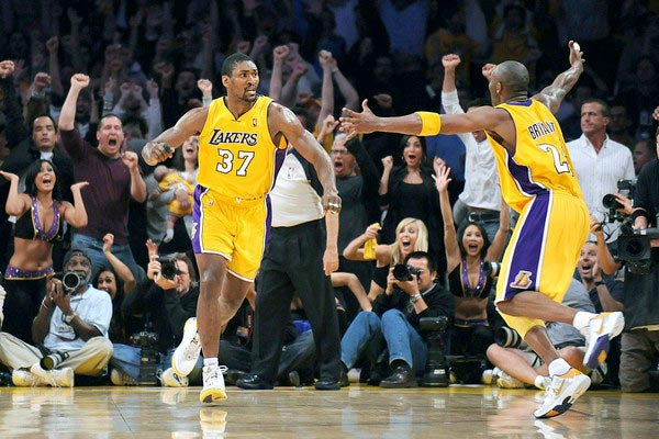 Ron Artest in PEAK Artest II, Kobe Bryant in Nike Kobe 5