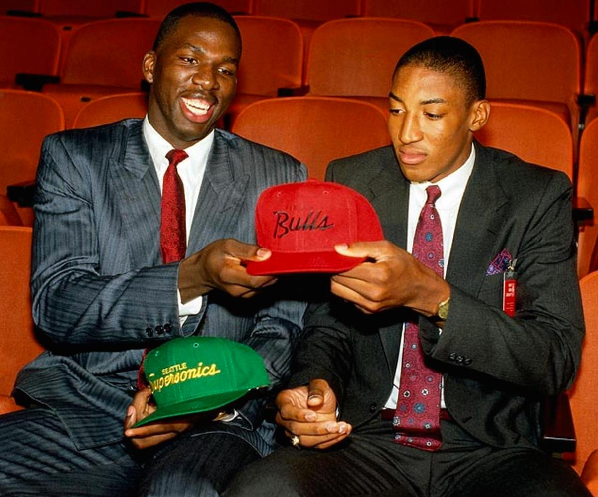 Scottie Pippen swapping hats from Seattle to Chicago
