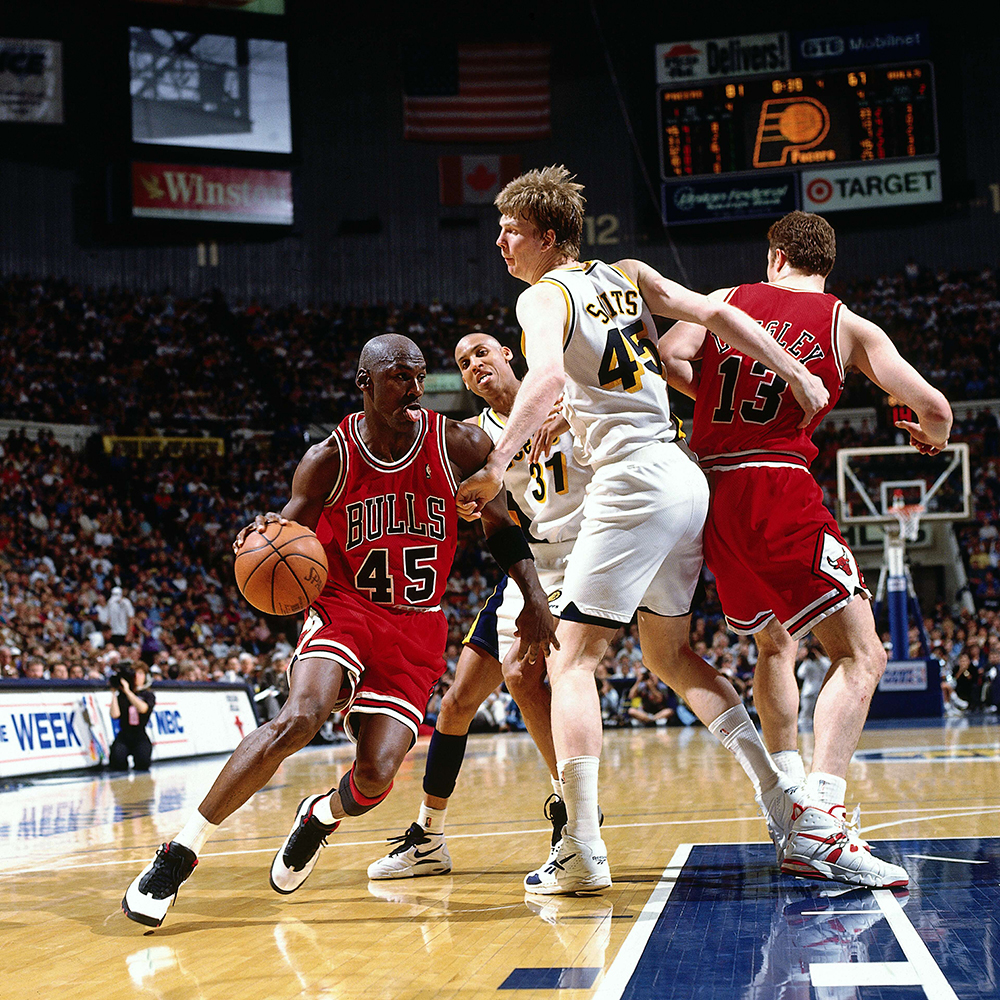 Michael Jordan returns wearing the #45 and the Air Jordan 10 'Chicago'