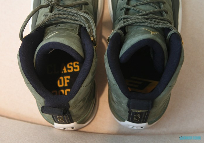 """6f18c377e1c Bên trong đôi giày có in dòng chữ """"Class of 2003"""" được in trên đế bên trái  của đế giày trong khi logo """"CP3"""" của Chris Paul được in ở bên phải."""